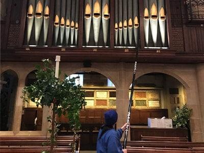Reinigung von Altären in Kirchen