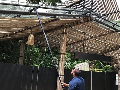 Reinigung im Zoo